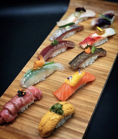 Foodstar Hongki Lee ( shared a new image on Foodstarz /// 10 pc sushi wagyu Hirame maguro zuke seki aji hamachi uni king… Sushi Burger, My Sushi, Sushi Art, Japanese Food Sushi, Sashimi Sushi, Sushi Plate, Exotic Food, Melaleuca, I Foods