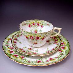 隠れた名窯 ウィリアム・ロウの『幻想的な縁と花』 アンティーク トリオ (1892-1911)をご紹介しております。        ⇩ http://eikokuantiques.com/?pid=89723812   #イギリス #英国 #英国アンティークス #アンティーク #カップ #ウィリアムロウ