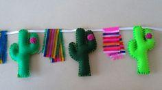 Sentía el banner de cactus cactus fieltro sarape de tela de Cactus Christmas Trees, Christmas Tree Themes, Diy Christmas Ornaments, Felt Ornaments, Xmas Decorations, Christmas Traditions, Western Christmas, Mexican Christmas, Christmas Love