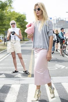 Fluffy bag? Gold booties? And a ice-cream pink skirt? We want it all!