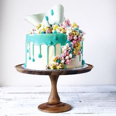 Custom made white chocolate caramel mud cake for a 1st Birthday. A recreation of my popcorn cake, the colours were inspired by the client's birthday invitation. Piping details inspired by @unbirthdaybakery work, colour and dripping inspired by @katherine_sabbath and the chocolate sails by #frankgehry work.