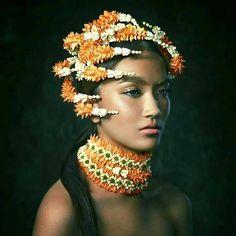 :) Glamour Photography, Fashion Photography, Thai Pattern, Thai Dress, Thai Art, Floral Headpiece, Thai Style, Fancy Hairstyles, Girls Dream