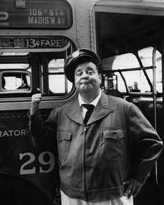 Ralph Kramden aka Jackie Gleason Many of us didn't get to see this show until Nik at Night on cable. What a show! Nyc, Jackie Gleason, Old Shows, Vintage Tv, Vintage Stuff, Vintage Beauty, Vintage Black, Old Tv, Classic Tv