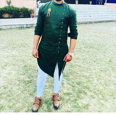 Nigerian Men Fashion, Indian Men Fashion, Mens Fashion Wear, Trendy Mens Fashion, Men's Fashion, Fashion Outfits, Punjabi Kurta Pajama Men, Kurta Men, Mens Sherwani