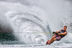 Dieser sensationelle Schnappschuss gelang Henrik Spranz beim Surfen in Österreich. In voller Auflösung seht Ihr das Bild unter: https://contest.cewe-fotobuch.de/sport-2016/photo/kraft-2