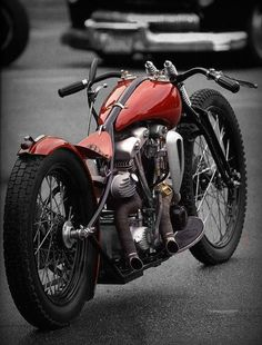 slick flat track style shovelhead with the coolest jockey shift clutch set up..