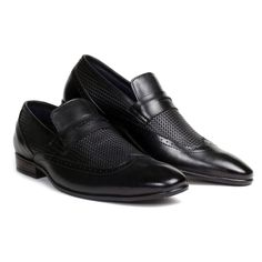 #PierreCardin presents a unique #wing-tipped #slipon. Crafted with textured velvet crust #leather, this slip-on is a stunning culmination of detail and form. With a handmade sole and a burnished tip, this shoe is ideal for your next board meeting. #black #slipon #wingtipped #occasionwear #trends #mensfashion #halfstrap #weave #leather #classy #sleek #shoponline #formalshoeformen #handcrafted #businesscasual #formalblackshoesformen #footwear