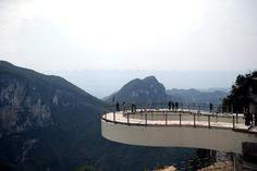 Yunyang Longgang Geological Park - Record-breaking transparent skywalk to open in May