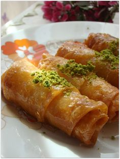 Yufkalı kadayıf dolması by rumma.org, via Flickr Turkish Recipes, Italian Recipes, Afghan Food Recipes, Turkish Sweets, Breakfast Recipes, Dessert Recipes, Fish And Meat, Fresh Fruits And Vegetables, Indian Dishes