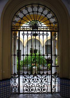 Courtyard entrance, Seville (2988)