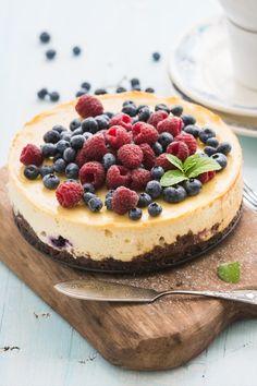 Het recept voor New York Cheesecake, do we need to say more? #bakken #cheesecake #newyorkcheesecake Cake Cookies, Cupcakes, Bake My Cake, Bakerella, Chocolate Sweets, Cookie Desserts, Cheesecake Recipes, Bakery, Brunch