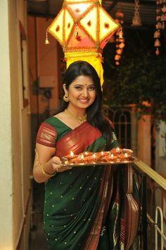 Beautiful Girl Indian, Beautiful Saree, Beautiful Indian Actress, Marathi Saree, Marathi Bride, Diwali Photography, Girl Photography Poses, Girl Photo Poses, Girl Poses