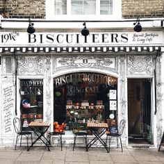 Sundays are for slow autumnal walks, lazy morning coffees, and watching the world go by at cute places like this. ☕ We love this snap from @snowflakesfairy ❄ #VisitEngland #England #London