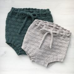 Timianshortsen / The Timian Shorts : Ravelry: Timianshortsen / The Timian Shorts pattern by Tine Johnsrud Knit Baby Pants, Knitted Baby Clothes, Cute Baby Clothes, Doll Clothes, Baby Outfits, Kids Outfits, Knitting For Kids, Baby Knitting Patterns, Sewing Patterns