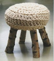 diy branch and wool stool Crochet Home, Knit Crochet, Diy Stool, Multipurpose Furniture, Deco Nature, Crochet Cushions, Furniture Decor, Crochet Projects, Diy Crafts