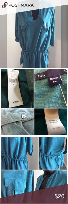 """Gap Top Green v neck top with adjustable tie. Two front pockets and cap sleeves with buttons. Very comfortable & stylish top. Measures 24"""" across the chest and 34"""" long. GAP Tops"""