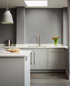 Harvey Jones Linear kitchen, handpainted in Dulux Steel Grey 3