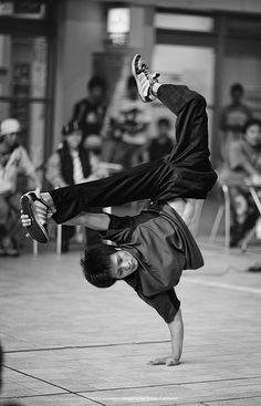 B-boy! Breakdancing!