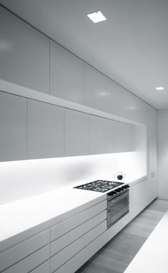 Wall kitchen solution without the window. Ian Moore Architects | Fink House
