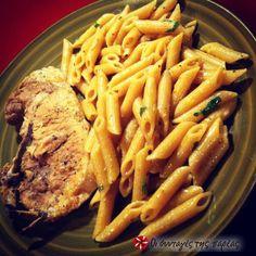 Μπριζόλες λεμονοριγανάτες με ζυμαρικά #sintagespareas Greek Recipes, Steak, Cooking Recipes, Chicken, Food, Drink, Recipes, Beverage, Essen