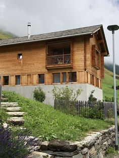 Alpine homes. Cabin Ideas, House Ideas, Peter Zumthor, Leis, Cabana, Strand, Switzerland, Facade, Villa