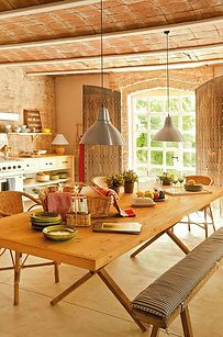 Choosing a farmhouse interior design ideas is one brilliant idea because the farmhouse style is cute and cozy, perfect for families as it creates a pleasant atmosphere. Here is an idea to decorate the interior of a farmhouse with this style. Modern Farmhouse Interiors, Farmhouse Living Room Furniture, Farmhouse Kitchen Decor, Pine Kitchen, Kitchen Dining, Warm Kitchen, Dining Room, Dining Table, Quinta Interior