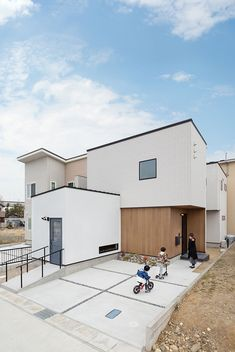 Japan House Design, Compact House, Architect Design, Prefab, Home Goods, Sweet Home, New Homes, Villa, Mansions