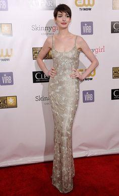 Anne Hathaway Pixie - Anne Hathaway Looks - StyleBistro