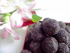 Reteta de bilute de ciocolata cu rom cremoase si catifelate de ti se topesc in gura, este foarte usor de facut. Este o reteta ideala pentru mese festive. Blueberry, Fruit, Desserts, Rome, Tailgate Desserts, Berry, Deserts, Postres, Dessert