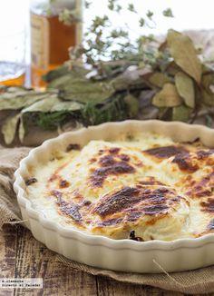Receta de bacalao gratinado con cebolla y patatas. receta con fotografías del paso a paso y sugerencias de presentación. Recetas de pescados y mariscos