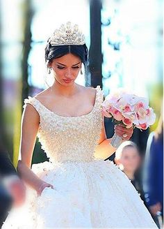 Luxury Tulle & Satin Scoop Neckline Ball Gwon Wedding Dresses With Beadings
