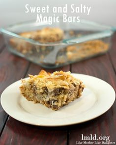 These sweet and salty magic bars have potato chips, chocolate chips, peanut butter chips and more to make them a dessert everyone will love! You won't be able to have just one piece #lmldfood. Via http://lmld.org/2014/06/19/sweet-salty-magic-bars/#_a5y_p=1867686