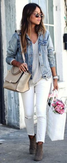 11 Outfits with Classic Jean Jackets How to Layer for Spring Denim jacket outfit or jean jacket over white jeans, layers – cute spring outfit ideas- transitional spring outfits, how to style a denim jacket sincerely_ jules How To Wear Denim Jacket, How To Wear White Jeans, Jean Jacket Outfits, Denim Outfits, Outfit Jeans, Casual Work Outfits, Fashion Outfits, Jeans Pants, Jeans Fashion