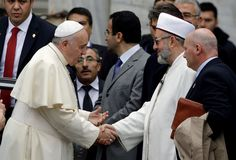 Pope prays in Istanbul mosque in new outreach
