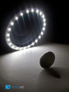 DIY ring light for macro photography Macro Photography Tips, Photography Sites, Still Photography, Photography Tips For Beginners, Photography Projects, Light Photography, Flash Photography, Abstract Photography, Lighting Setups