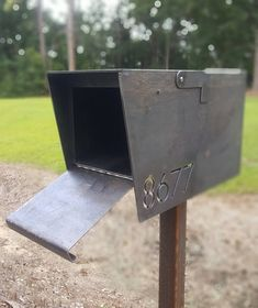 Modern Cascade Mailbox - Heavy duty - Industrial - Custom - Cool Welding Project Ideas for Home Diy Welding, Welding Tools, Metal Welding, Diy Tools, Woodworking Projects, Welding Logo, Welding Crafts, Forging Metal, Metal Projects