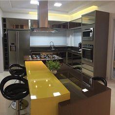 Cozinha maravilhosa da nossa seguidora Claudete. Já ganhou o meu por ter amarelo haha. Parabéns Claudete pela cozinha incrível! @decorcriative
