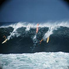 Photo LeRoy Grannis Greg Noll, Eddie Aikau and Bobby Cloutier, Waimea Bay, 1966 Waimea Bay, Bobby, Big Wave Surfing, Hawaii Surf, Hermosa Beach, Vintage Surf, Wipe Out, Sea Waves, Beach Scenes