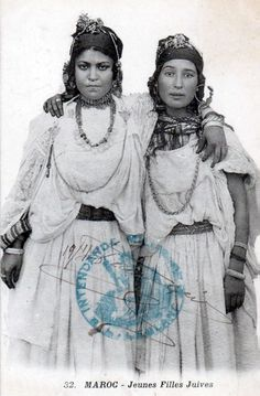 Africa | Young Jewish girls. Oudjda, Morocco.  Dated 1911. || Scanned postcard; photo N Boumendil, publisher Taourirt. No. 32