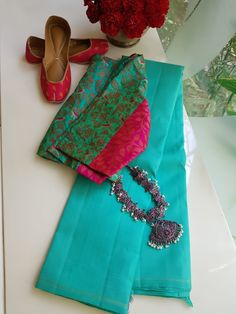 Saree and Blouse by Jewellery . Tag your picture with to get featured on this page . Simple Blouse Designs, Saree Blouse Neck Designs, Saree Blouse Patterns, Designer Blouse Patterns, Trendy Sarees, Stylish Sarees, Saree Wearing, Saree Trends, Elegant Saree