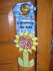 Sunflower door knob hanger with religious or non religious options from Making Learning Fun. Bible Story Crafts, Bible Stories, Kids Learning Activities, Fun Learning, Hanger Crafts, Doorknob Hangers, Door Knob, Early Learning, Elementary Schools