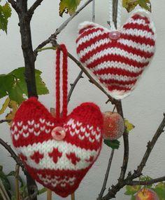 Hand knit Christmas hearts Free pattern