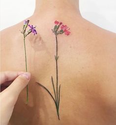 Znalezione obrazy dla zapytania tatuaż goździk