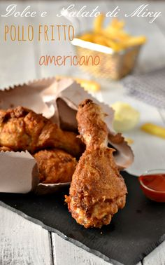Pollo fritto americano, un classico dei fast food ormai noto anche in Italia American Dinner, Romanian Food, Kfc, Fried Chicken, Chicken Wings, Buffet, Fries, Food Porn, Food And Drink