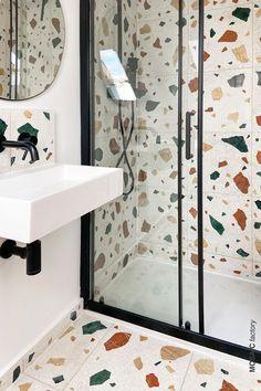 Bathroom Design Small, Bathroom Colors, Bathroom Interior Design, Modern Bathroom, White Bathroom, Terrazzo Tile, Design Hall, White Wall Tiles, Minimalist House Design