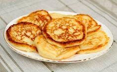 לא רק בחנוכה, והכי מתאים לדיאטה. לביבות גבינה מעודנות, רכות ופשוטות להכנה מצרכים: 2 חבילות גבינת טוב טעם 2 ביצים 2 כפות קמח רגיל 4 שקיות סוכרזית כפית גרידת לימון או תפוז כפית תמצית וניל  ההכנה: מערבבים את הגבינה, ביצים, קמח, סוכרזית, גרידת לימון ותמצית וניל. יוצרים לביבות שטוחות. מרססים מחבת טפלון בתרסיס שמן ומטגנים בה את הלביבות משני הצדדים. 2 יחידות= תחליף למנת חלבון  בתאבון!