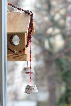 … Štědrý čas i pro kamarády za oknem. Bird, Outdoor Decor, House, Home Decor, Decoration Home, Home, Room Decor, Birds, Haus