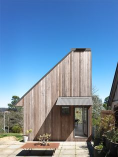 Cross laminated timber architect designed studio in the Blue Mountains New Zealand Architecture, Timber Architecture, Australian Architecture, Residential Architecture, Timber Structure, World Of Interiors, House Entrance, Affordable Housing, Blue Mountain