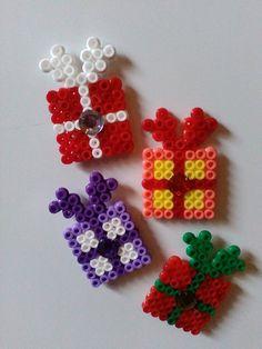 Wohnaccessoires - 4x Kühlschrankmagnet, Bügelperlen, Paket, Geschenk - ein Designerstück von Astrid-Zauberstuebchen bei DaWanda