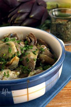 """I carciofi """"arraganati"""", ovvero ricchi di origano, sono un contorno tipico della tradizione pugliese. Semplice, veloce e salutare! Beef, Food, Contouring, Meat, Essen, Meals, Yemek, Eten, Steak"""